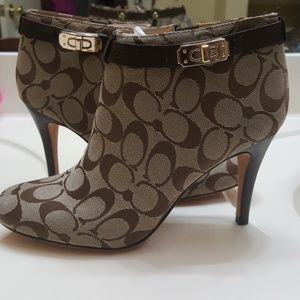 Coach signature beige booties